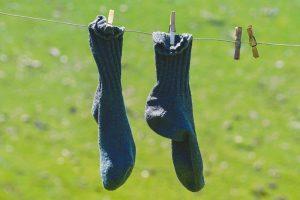 Canva Pair Of Blue Socks Hanging 300x200 - Koncentruj się natym, naco masz wpływ!