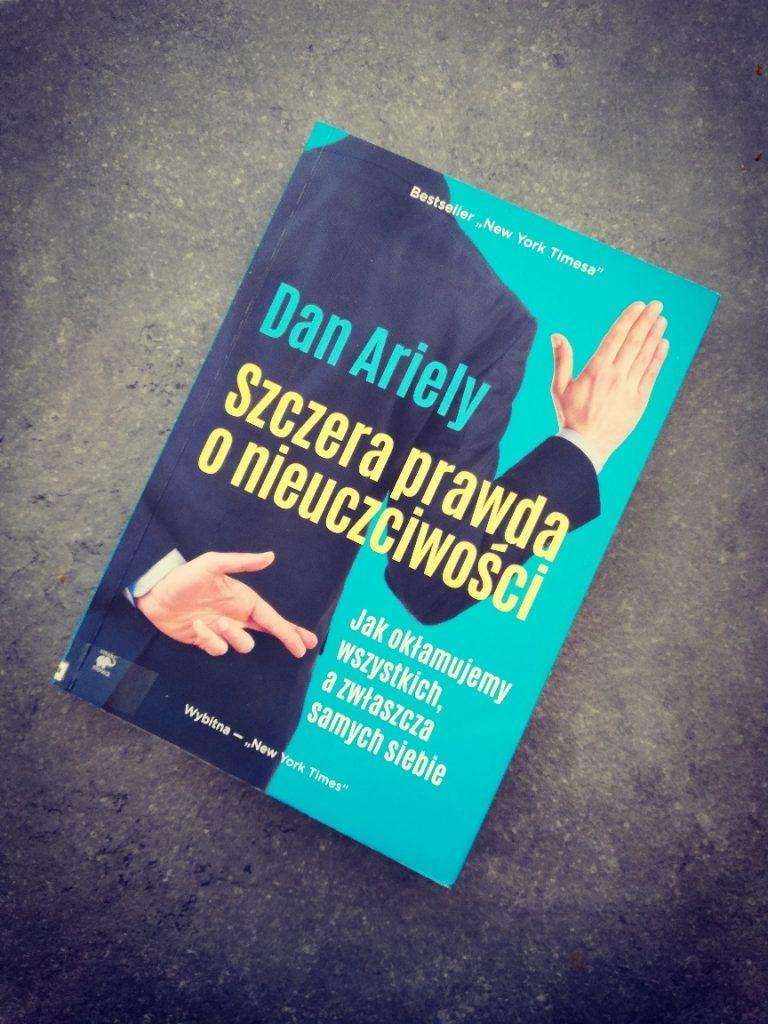 """IMG 20200708 183552 768x1024 - Co zrobić, aby niedać się oszukać iaby nieoszukiwać samego siebie? Recenzja książki """"Szczera prawda onieuczciwości"""""""