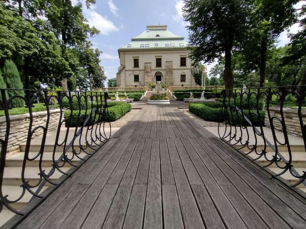 Palac Odrowazow Manor House monikagawrysiak.pl 2 1024x768 - Czym jest biowitalność ijak ją wzmacniać?